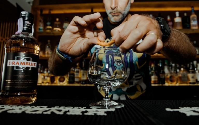 barman 40 anni scuola bartending